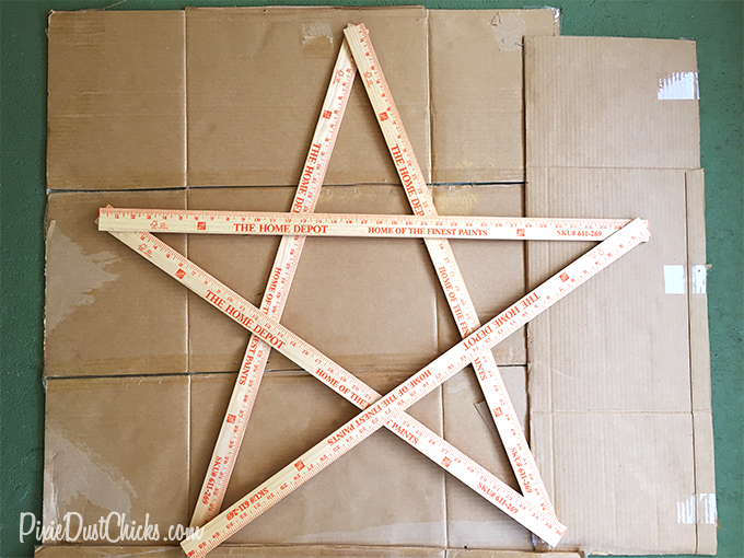 DIY: Easy Lighted Christmas Star! | PixieDustChicks.com