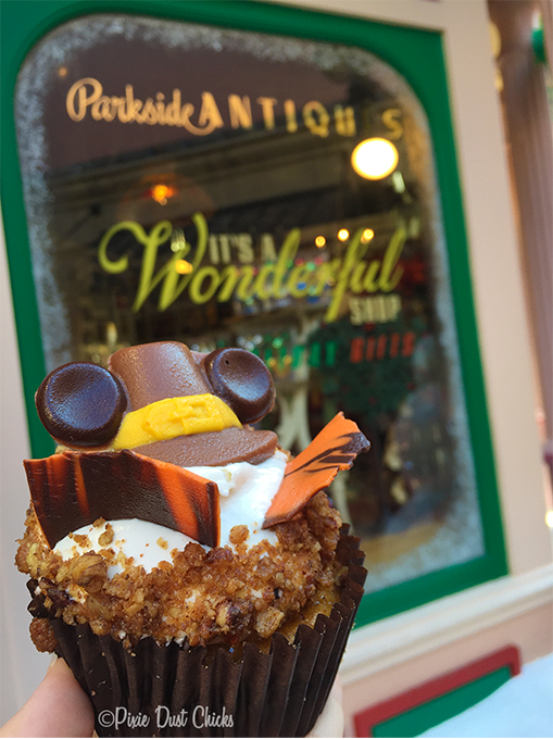 Thanksgiving 2015 cupcake at Disney's Hollywood Studios in Walt Disney World | PixieDustChicks.com